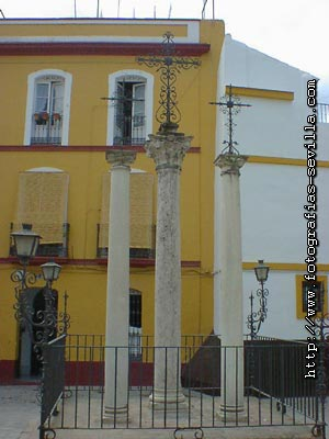 Seville, Cruces Square