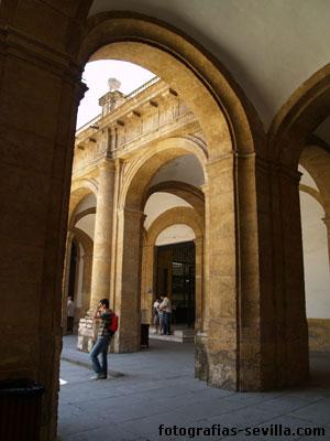 Universidad de sevilla antigua f brica de tabacos for La fabrica del mueble sevilla